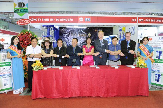 Lễ ký kết hợp đồng máy nghiền rổ Niemann giữa Công ty Sơn Hà Nội và Công ty Hùng Vân