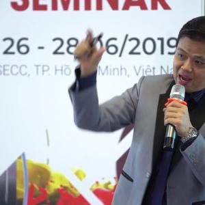 CEO Bùi Ngọc Hùng thuyết trình về phương pháp tối ưu hóa chi phí doanh nghiệp
