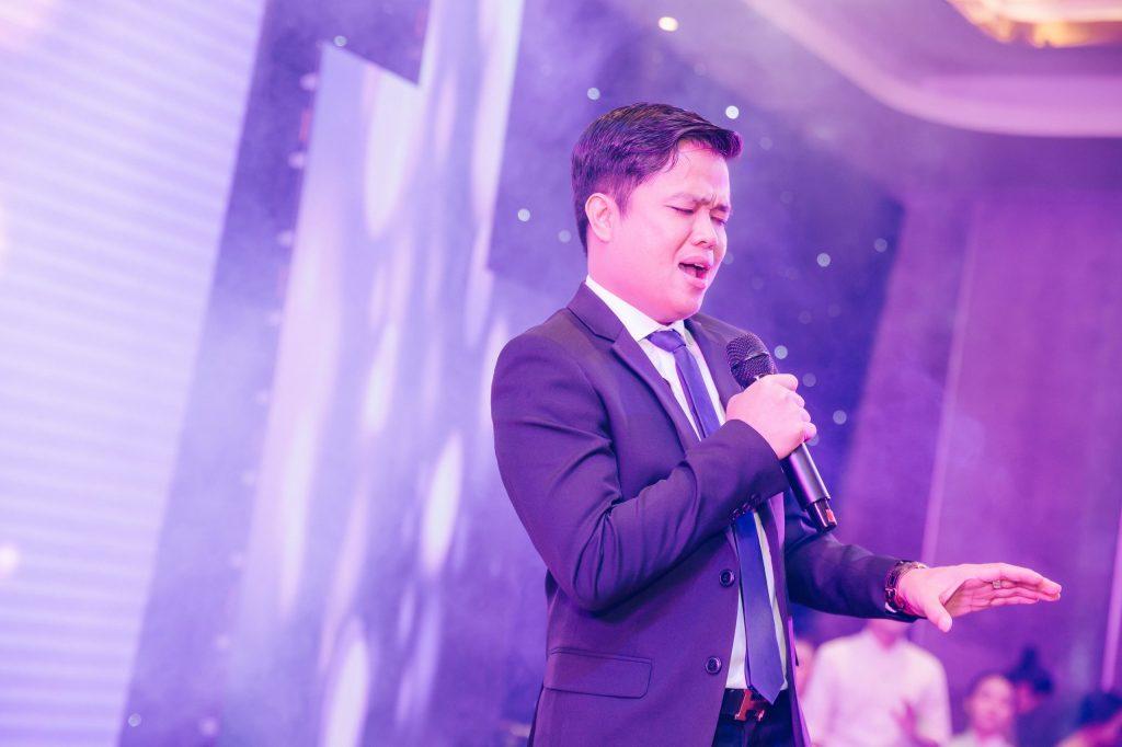 CEO Bùi Ngọc Hùng đại diện cho Ban đầu tư và phát triển dự án với ca khúc Xin lỗi tình yêu