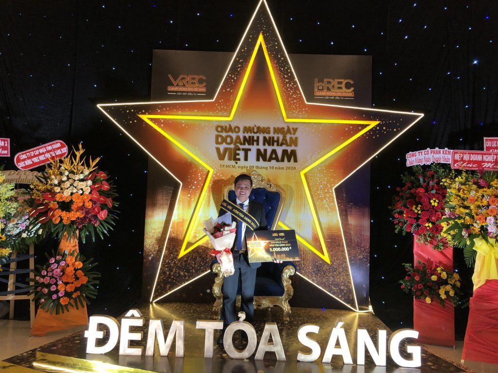 CEO Bùi Ngọc Hùng dành Giải Nhì Giao lưu văn nghệ - Đêm tỏa sáng 2020