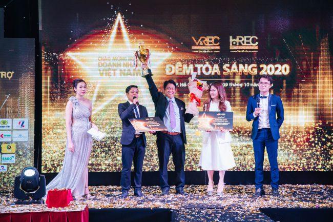 CEO Bùi Ngọc Hùng - Công ty TNHH TMDV Hùng Vân - Công ty Cổ Phần Yourtech - Công ty Bất động sản Yourland tham gia giao lưu văn nghệ Đêm tỏa sáng 2020